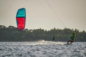 kitesurfing lo satgnone